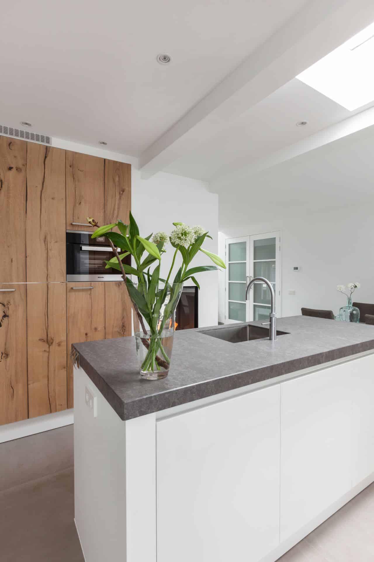 Greeploze witte keuken 82