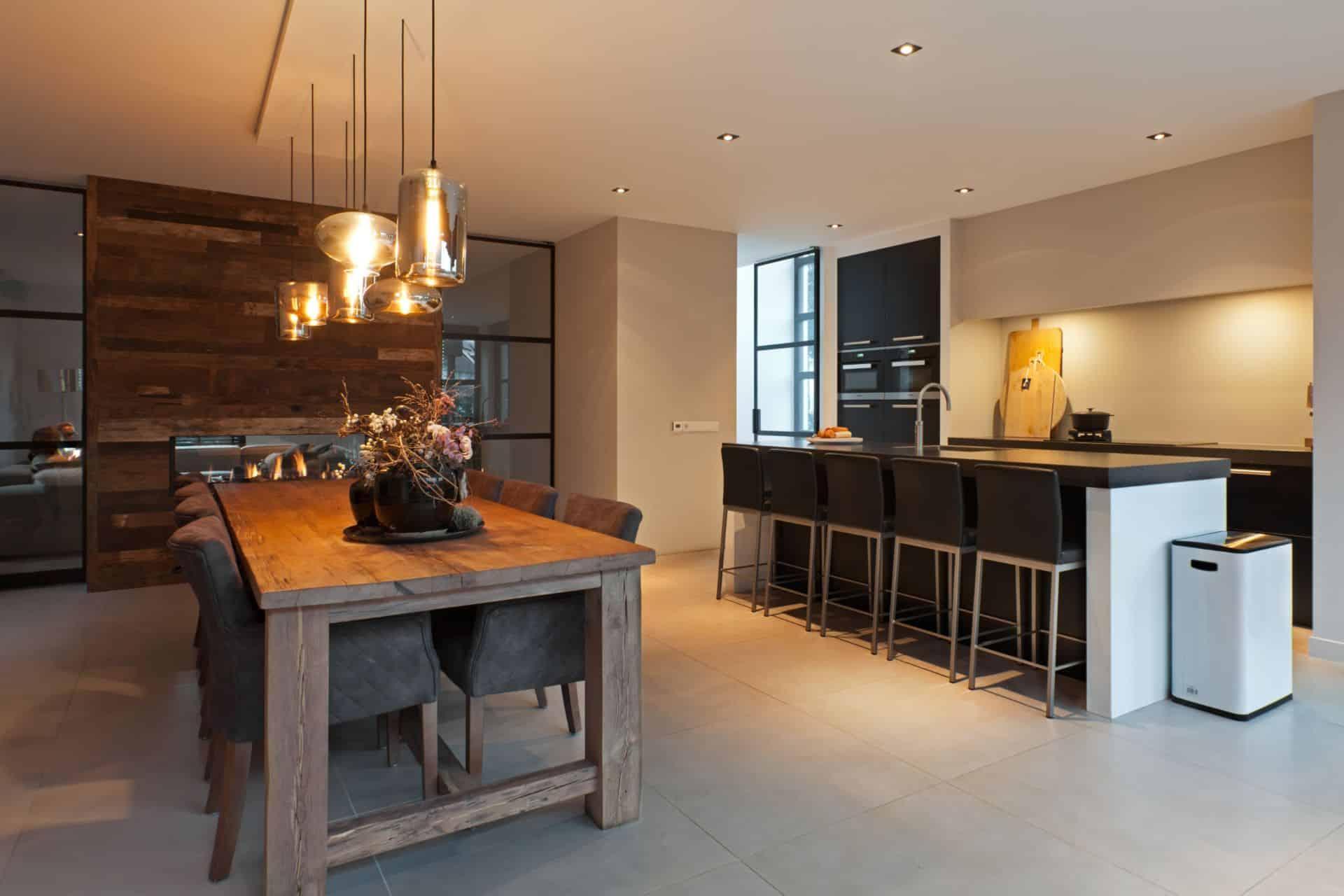 Luxe zwarte moderne keuken 26