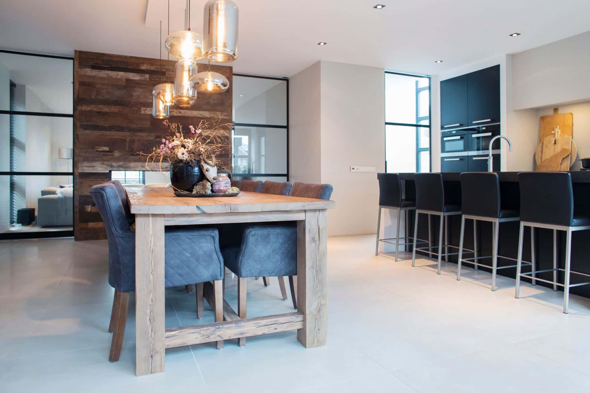 Luxe zwarte moderne keuken 29