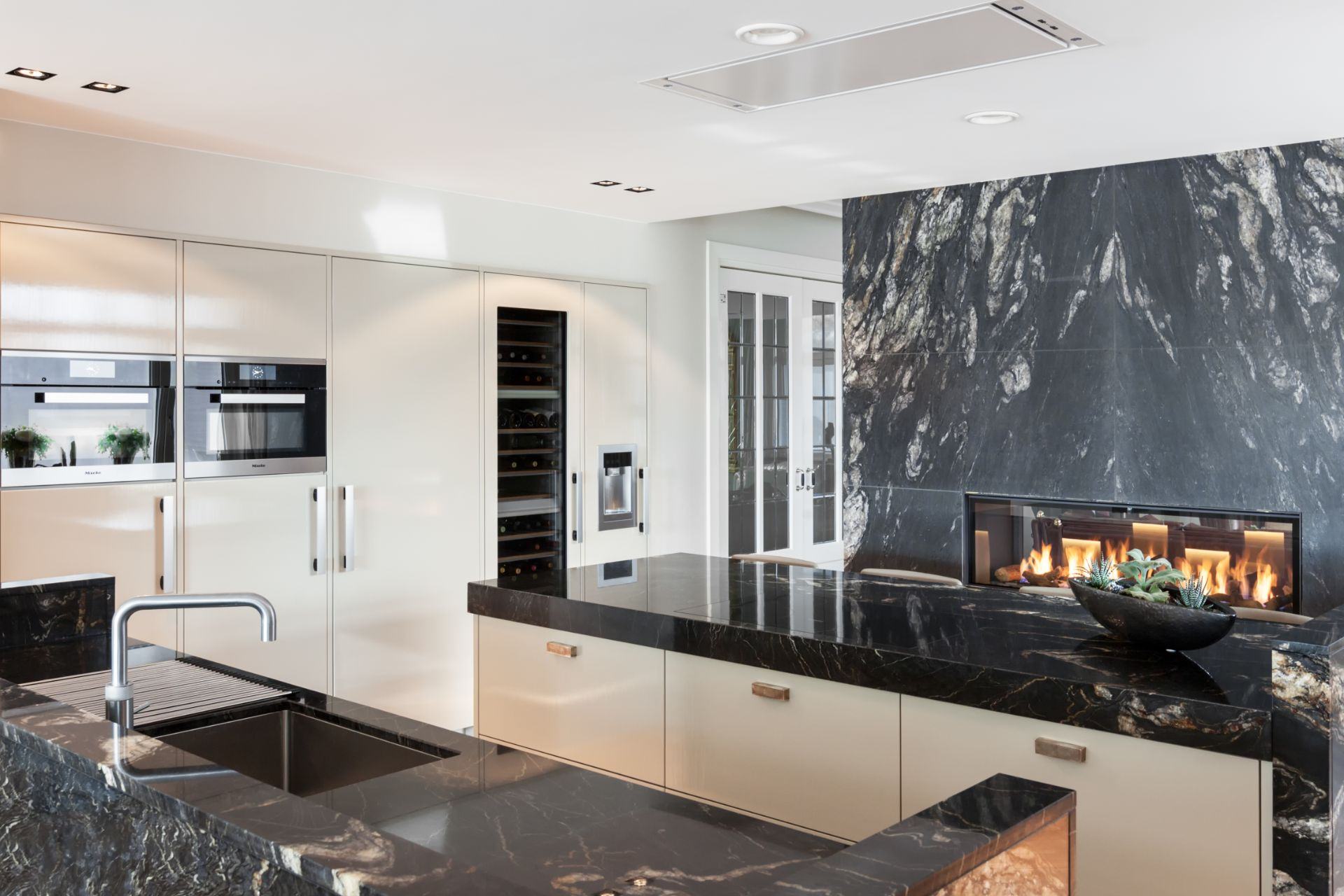 Marmeren keuken met high-end apparatuur | Nijkerk