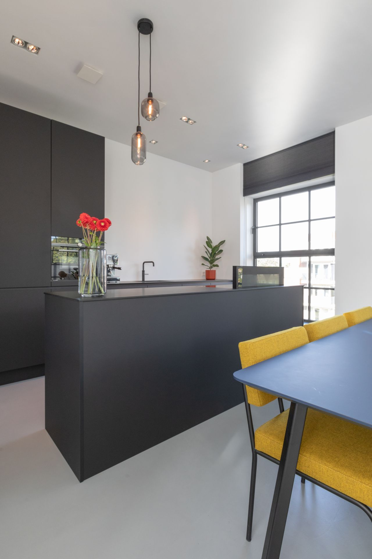 Minimalistische zwarte design keuken