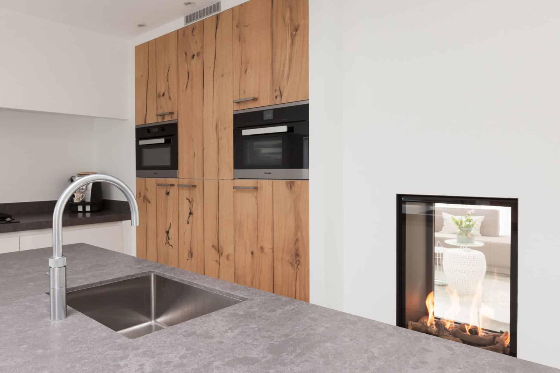 Moderne witte keuken met Quooker en Miele apparatuur | Barneveld