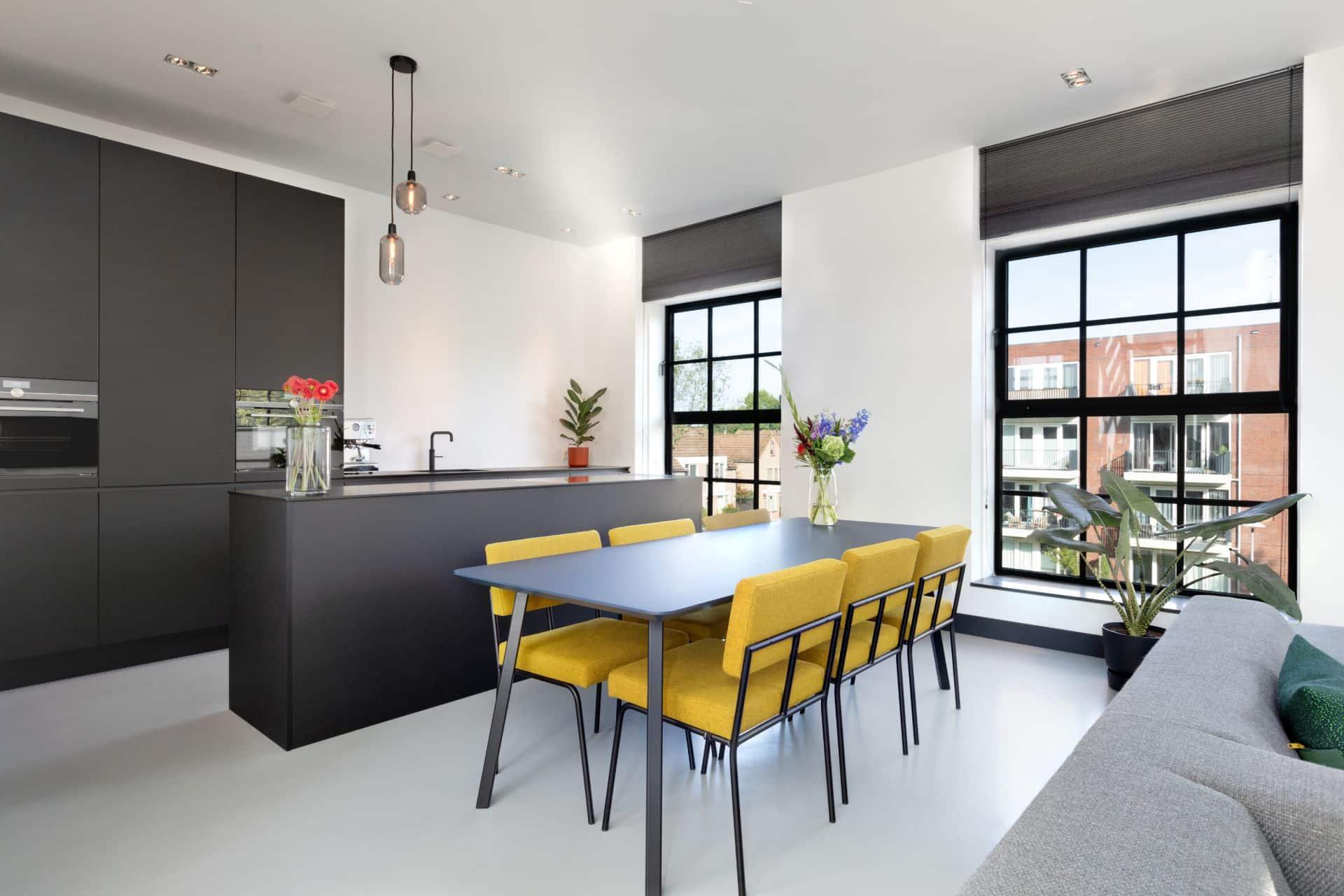 Moderne, minimalistische zwarte keuken | Utrecht