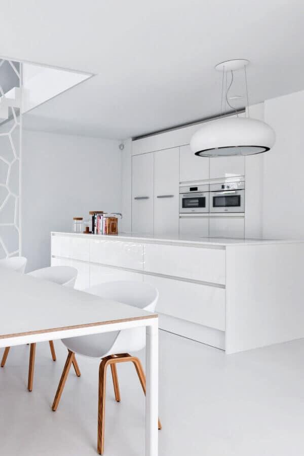 Moderne witte keuken hoogglans