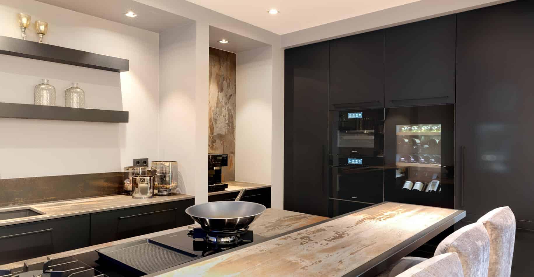 Industriele zwarte keuken 002