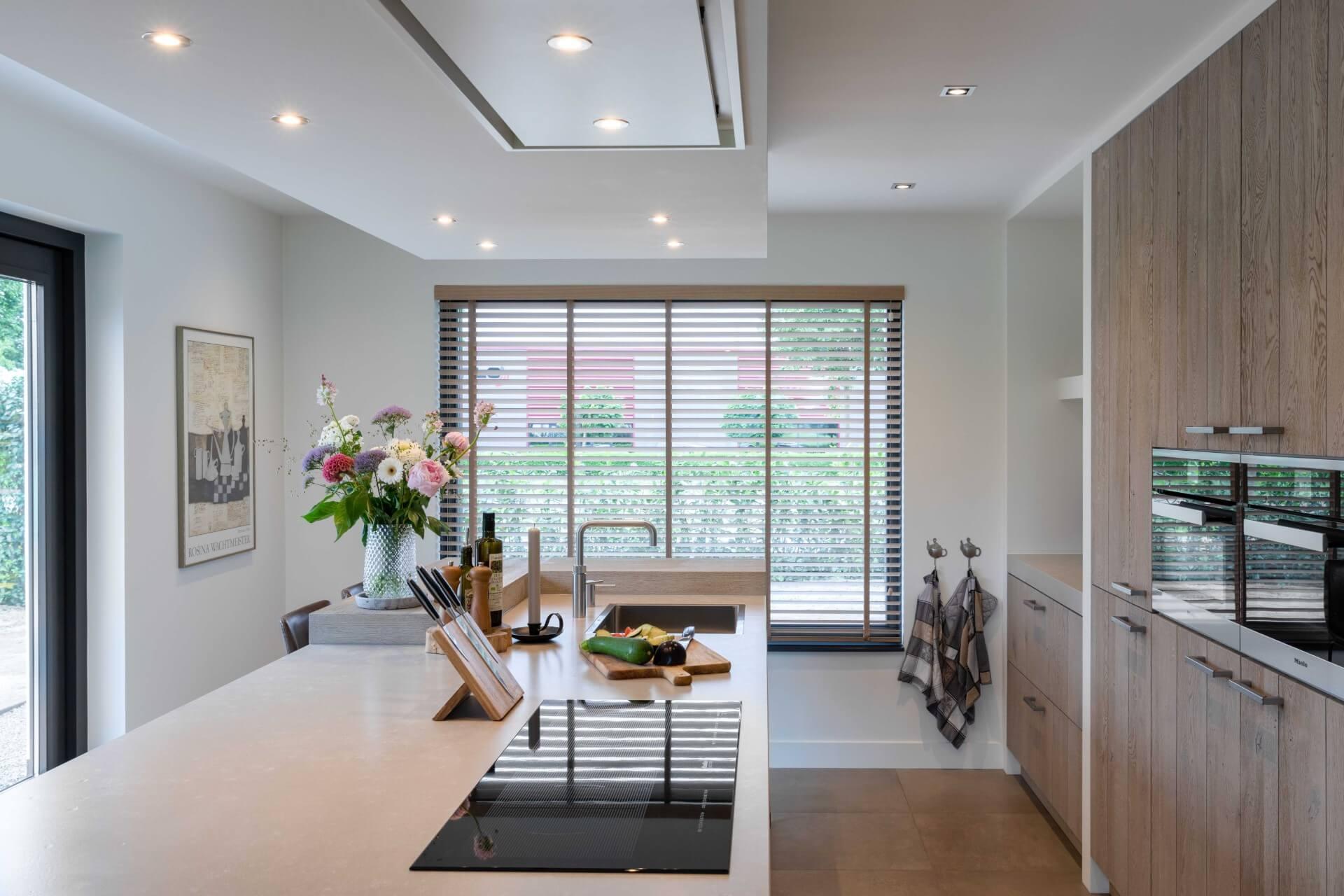 Moderne greeploze keuken met Miele apparatuur | Lunteren