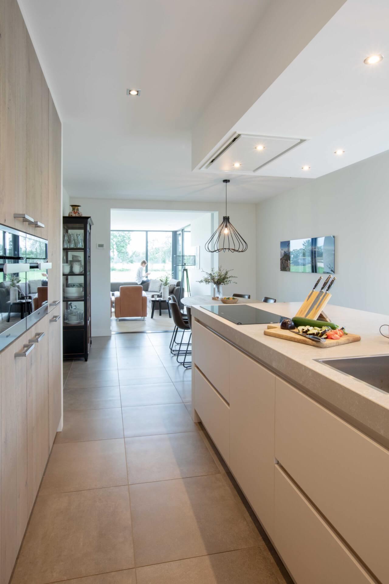 Moderne greeploze witte keuken 11