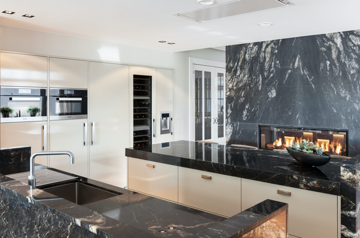 Marmer en hoogglans keuken