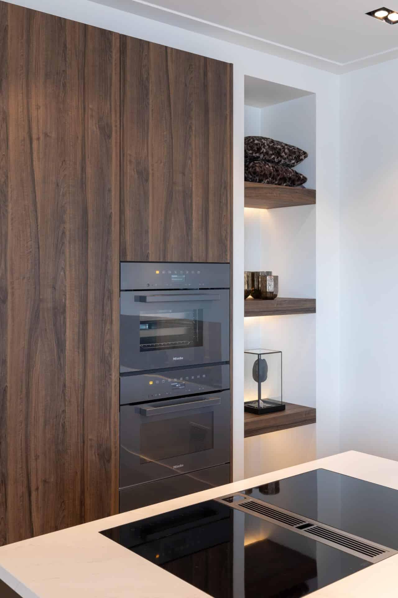Moderne keuken met miele oven