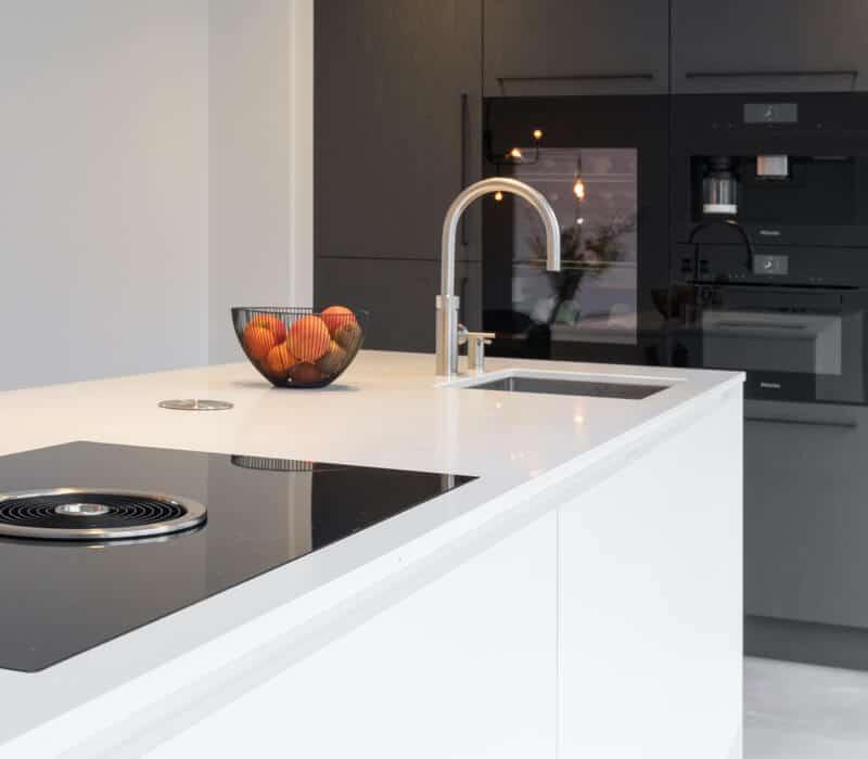 Moderne witte hoogglans keuken