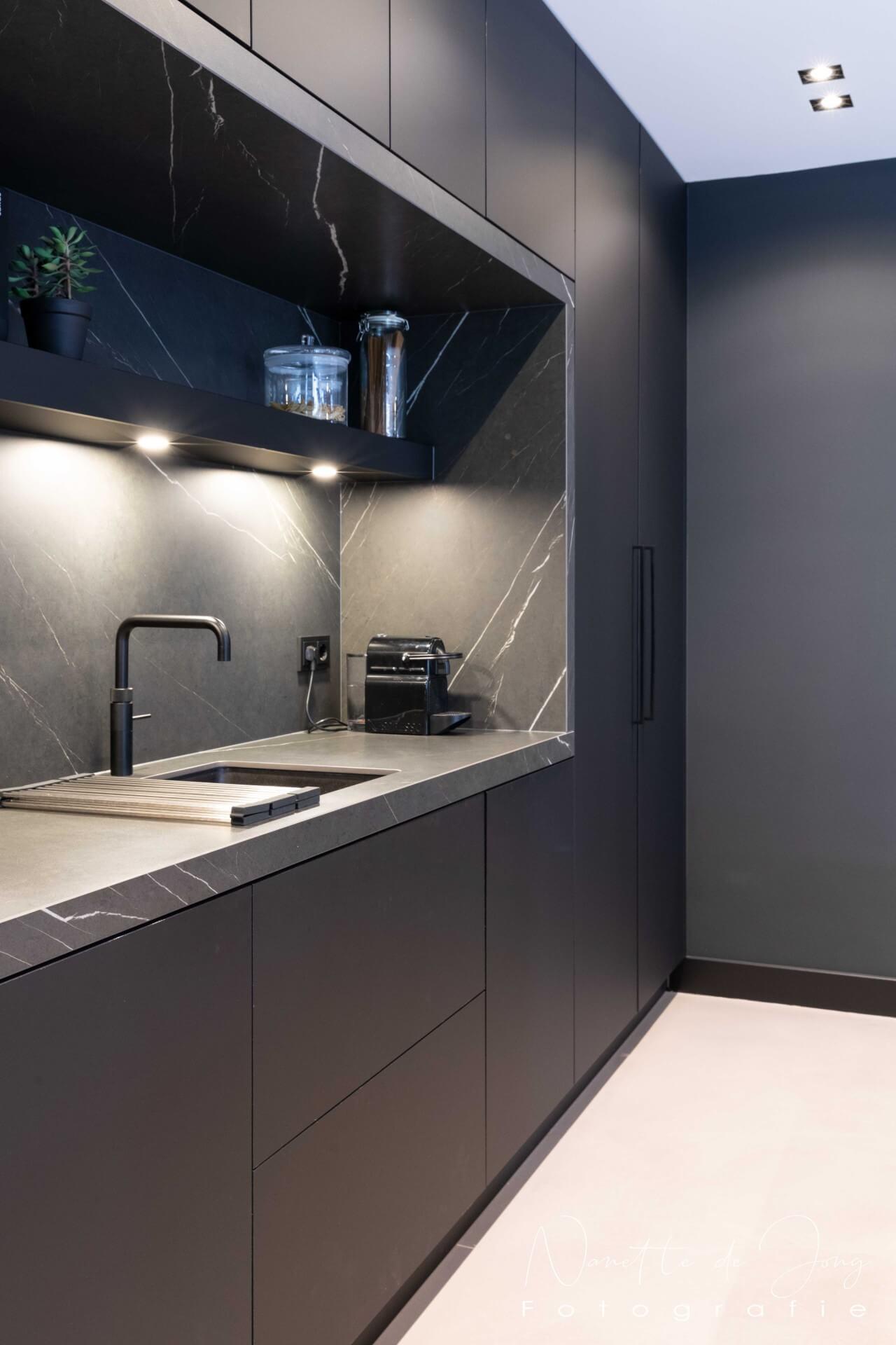 Moderne zwarte fenix keuken 002