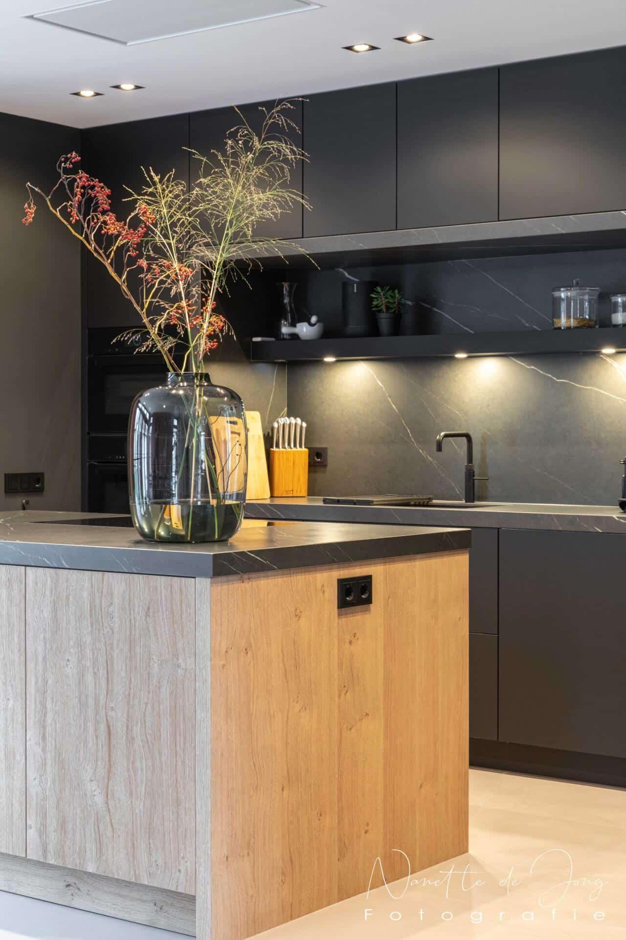 Moderne zwarte fenix keuken 008