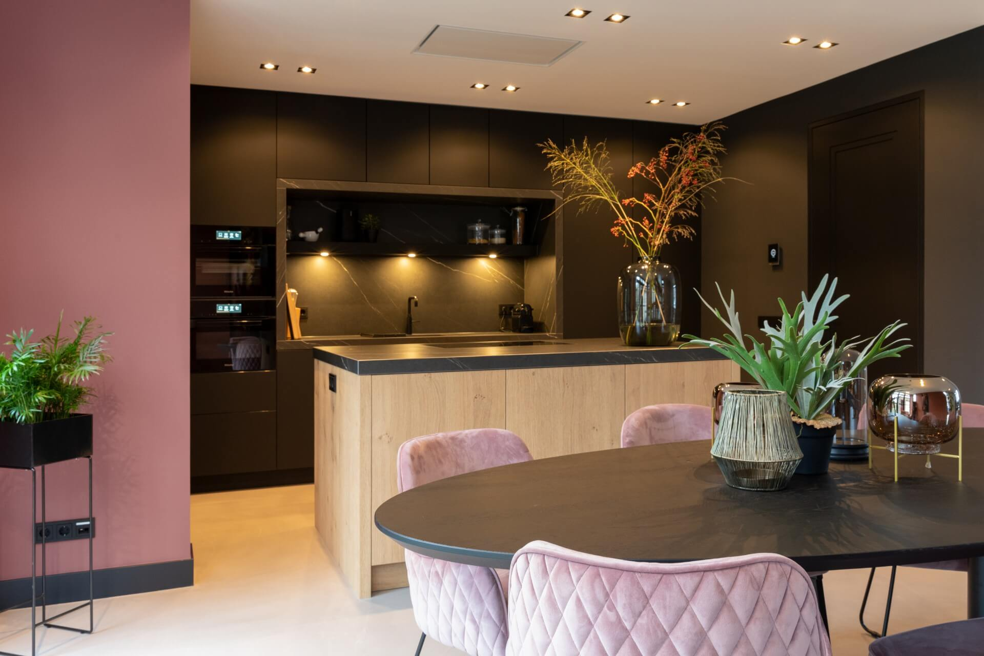 Fenix mat zwarte keuken met Miele apparatuur | Barneveld