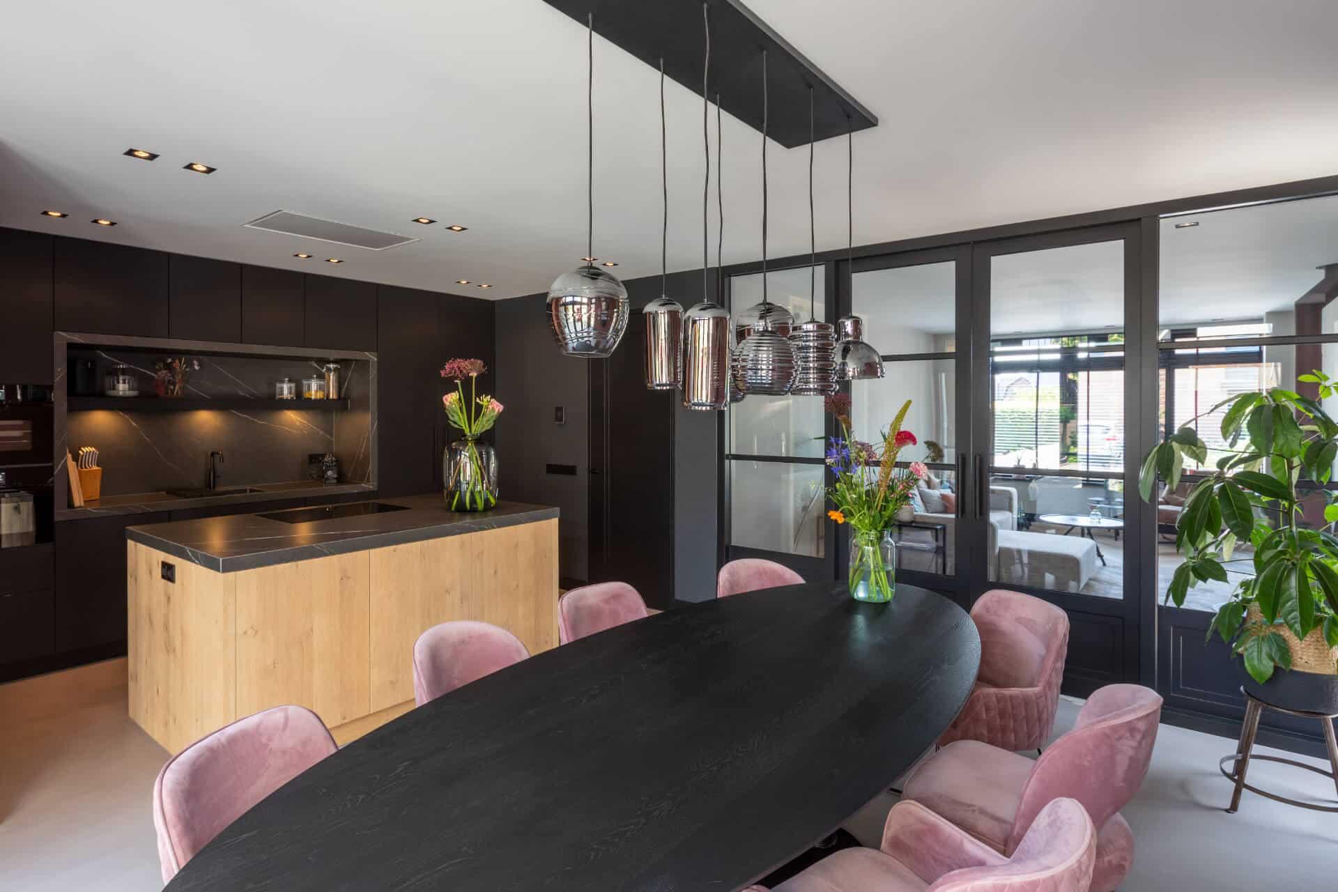 Zwarte fenix keuken eiken