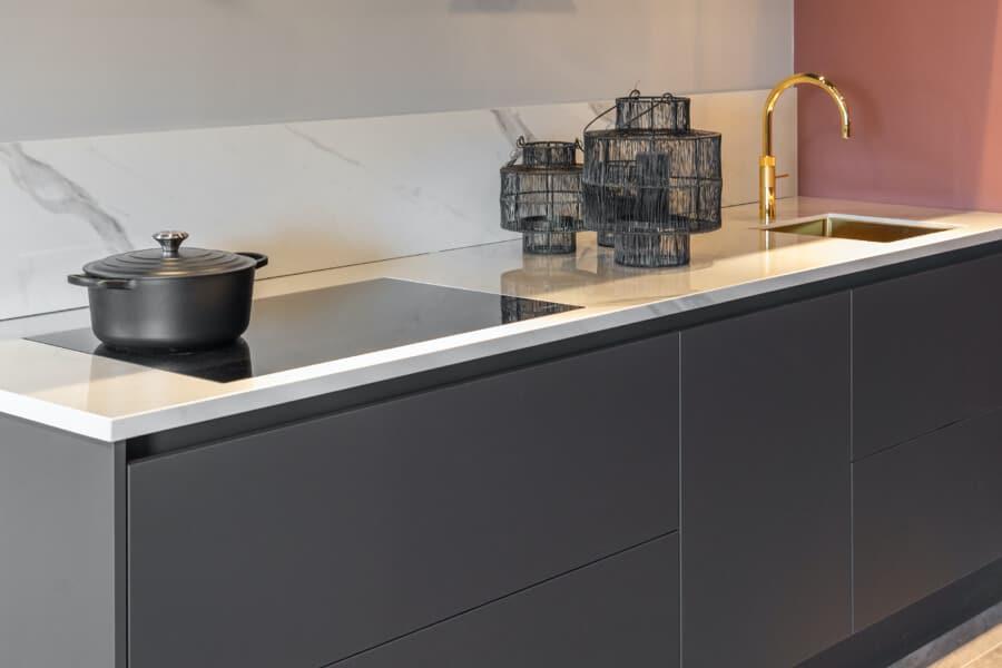 Moderne zwarte fenix keukens 2