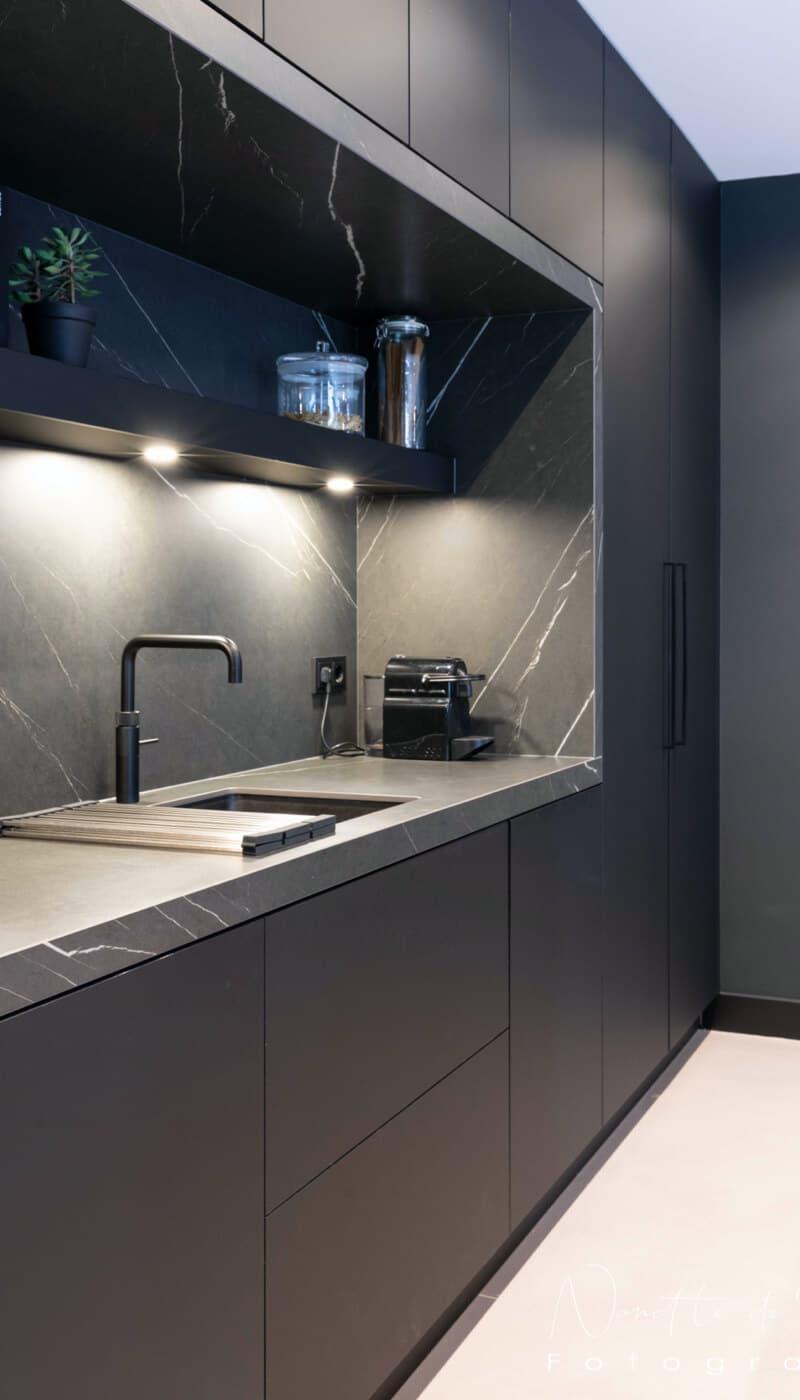Moderne zwarte fenix keukens 4