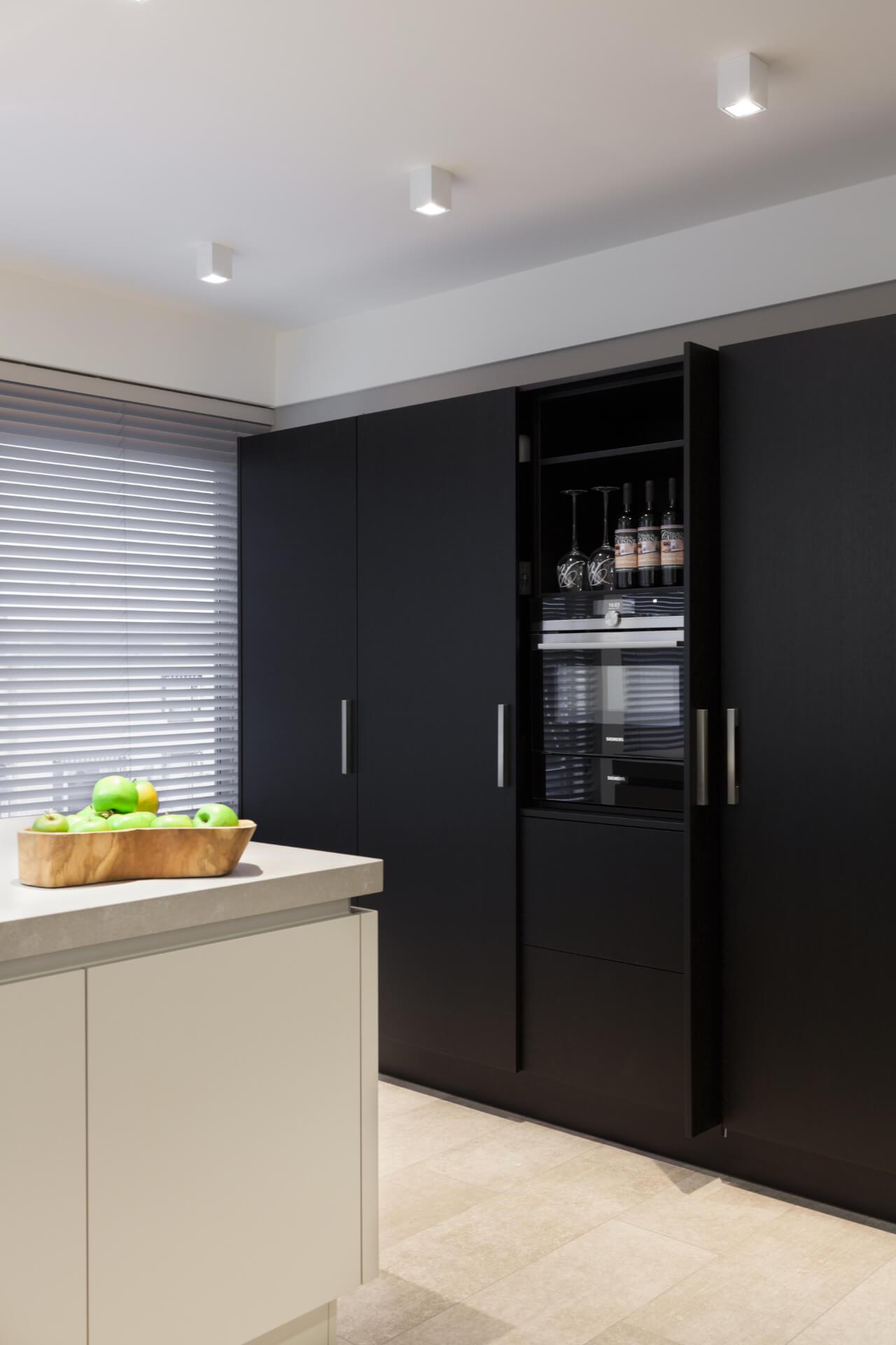 Zwart eiken fineer keukenkast 6