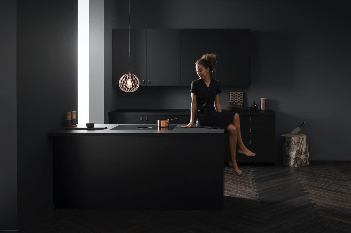 Zwarte fenix keuken bora