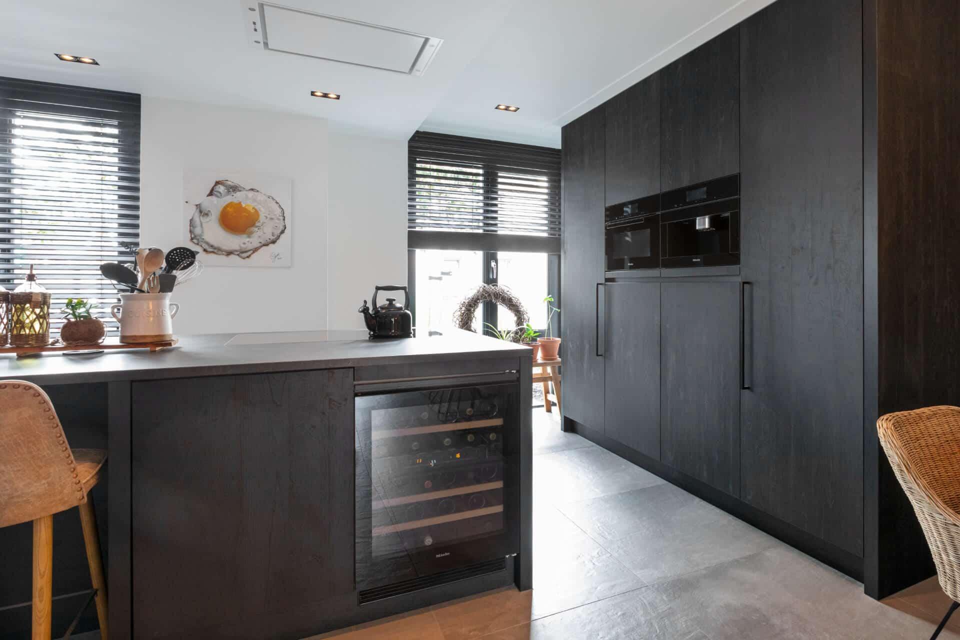 Zwarte moderne keuken miele apparatuur 5