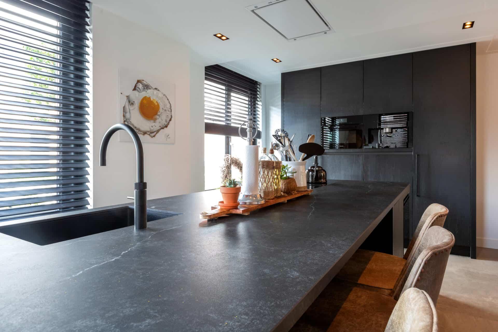 Zwarte moderne keuken quooker kraan 5