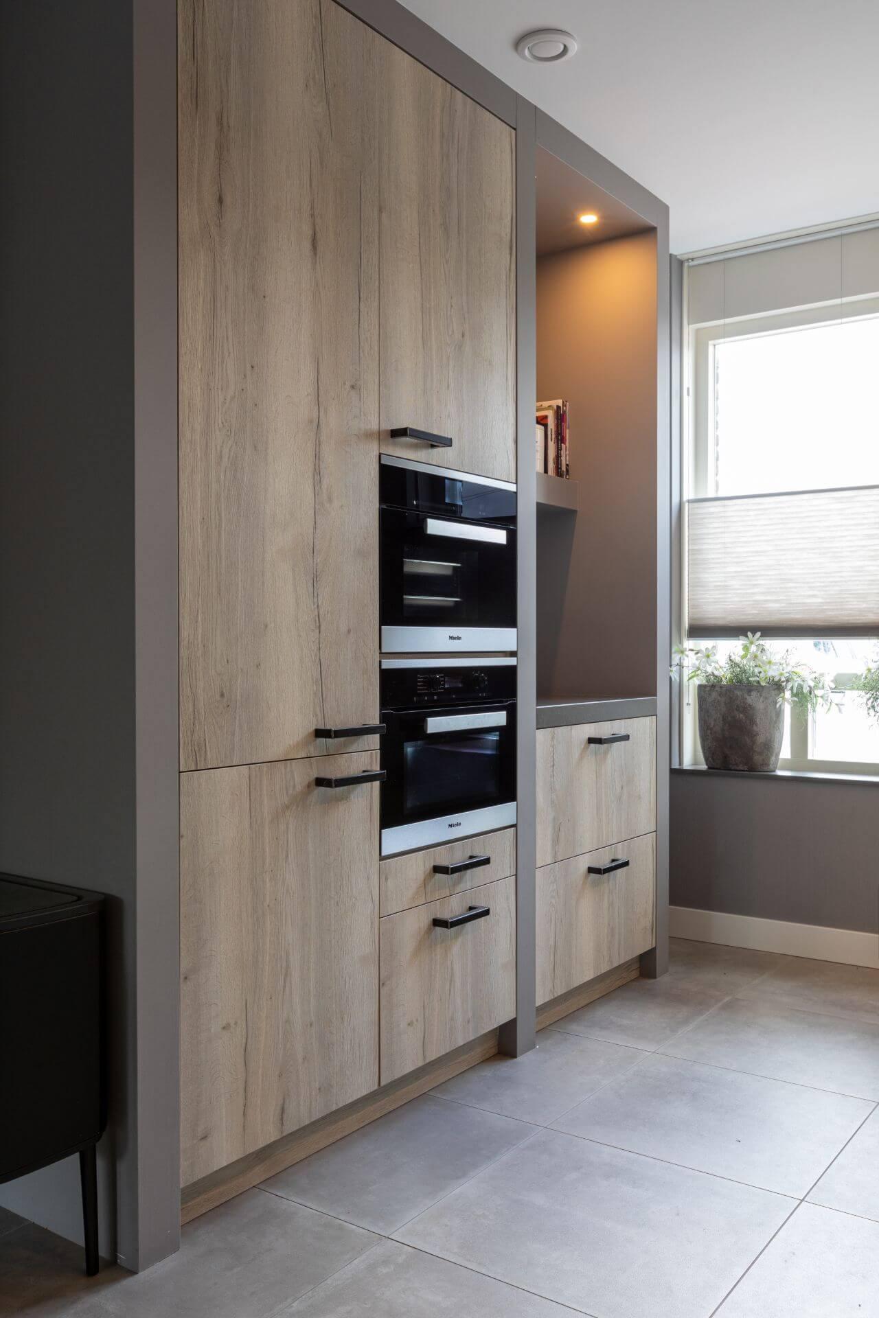 greeploze keuken in parallel opstelling   Van Ginkel
