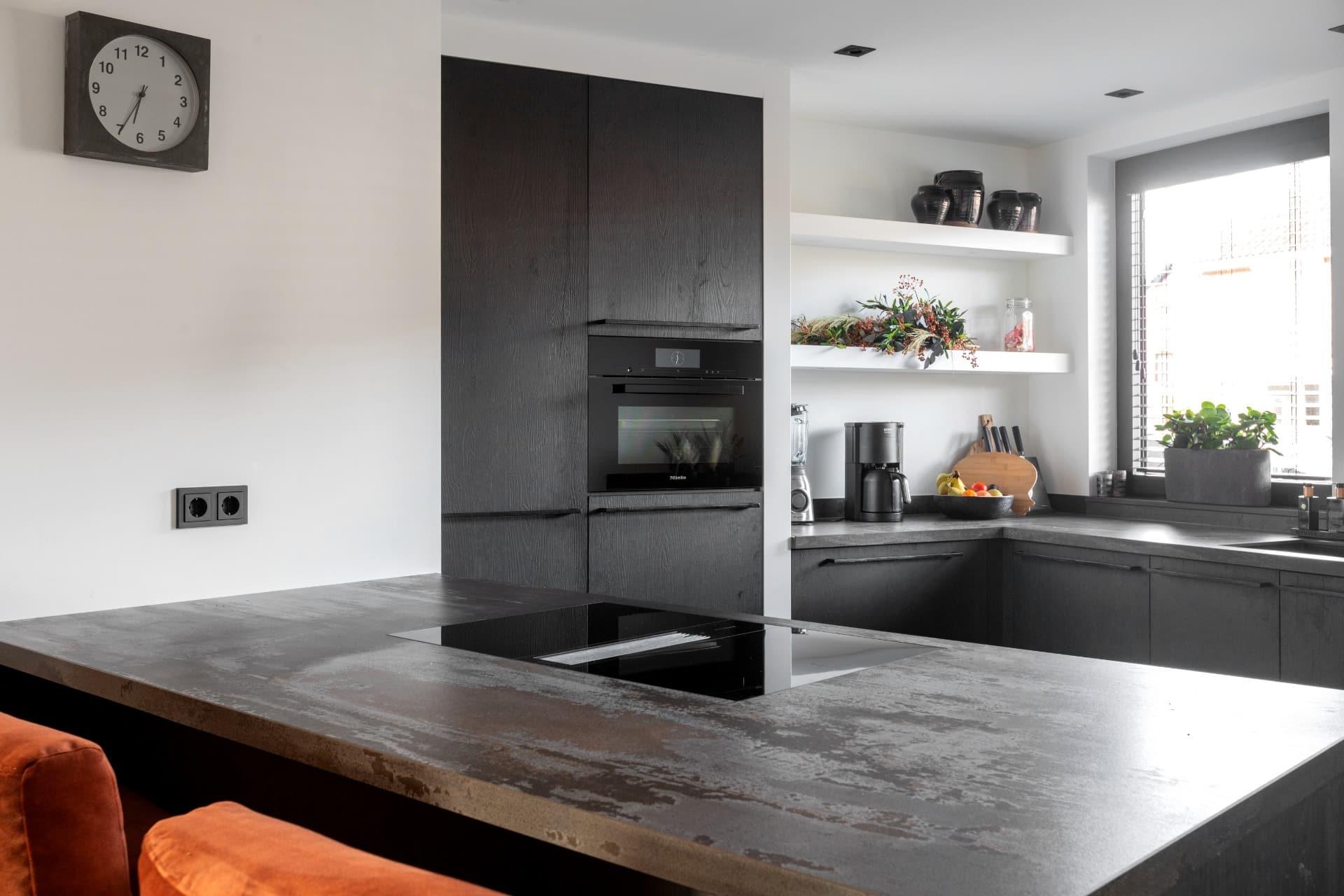 Kunststof houten keuken met hoogwaardige apparatuur | Barneveld